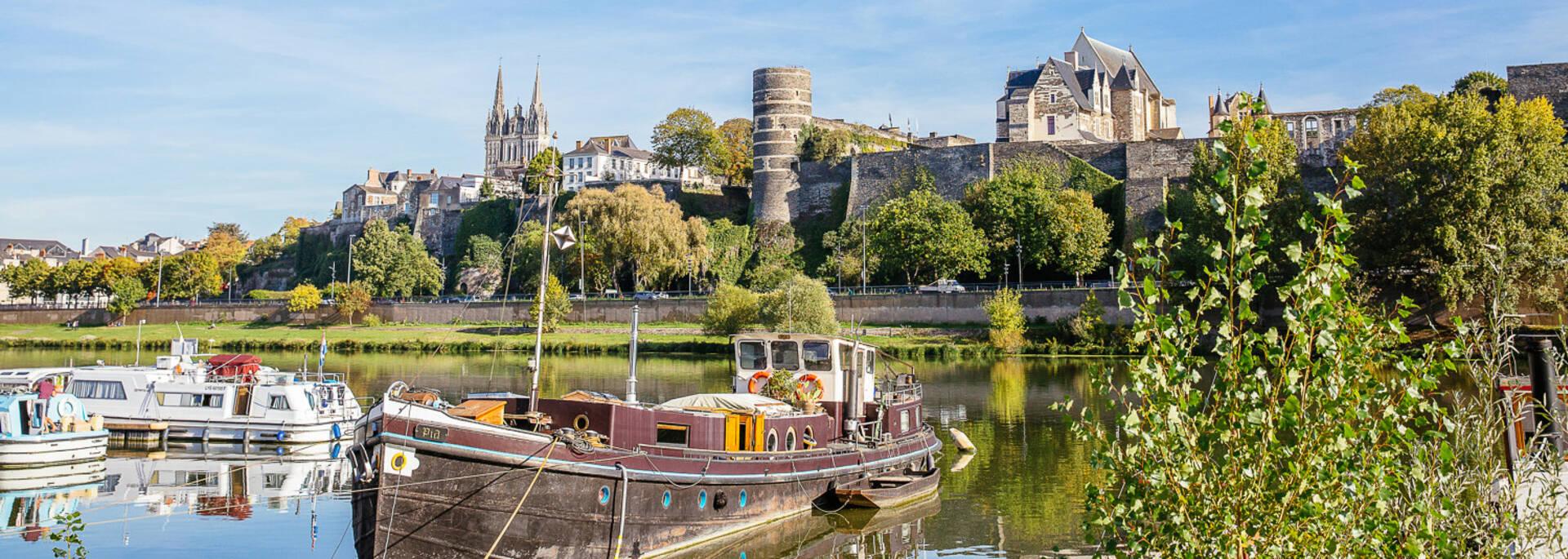 Vue des monuments d'Angers, cale de la Savatte © Les Conteurs