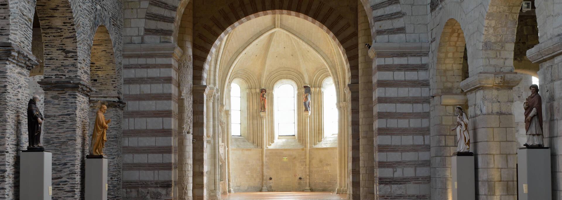 Collégiale Saint-Martin, a Carolingian monument © JP Campion