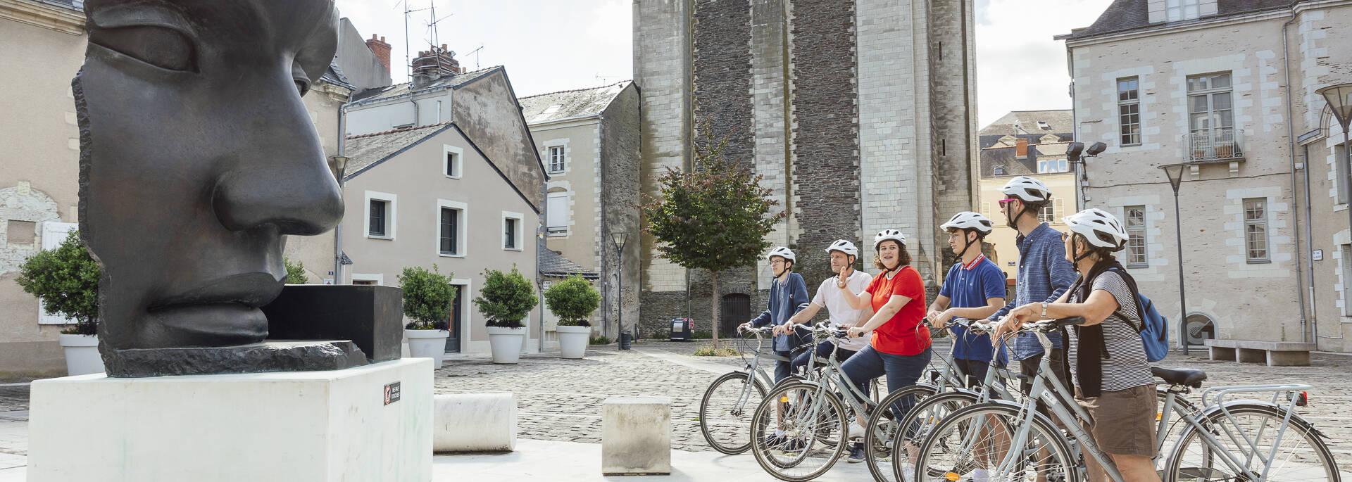 Cyclistes durant Angers Bike Tour en cœur de ville