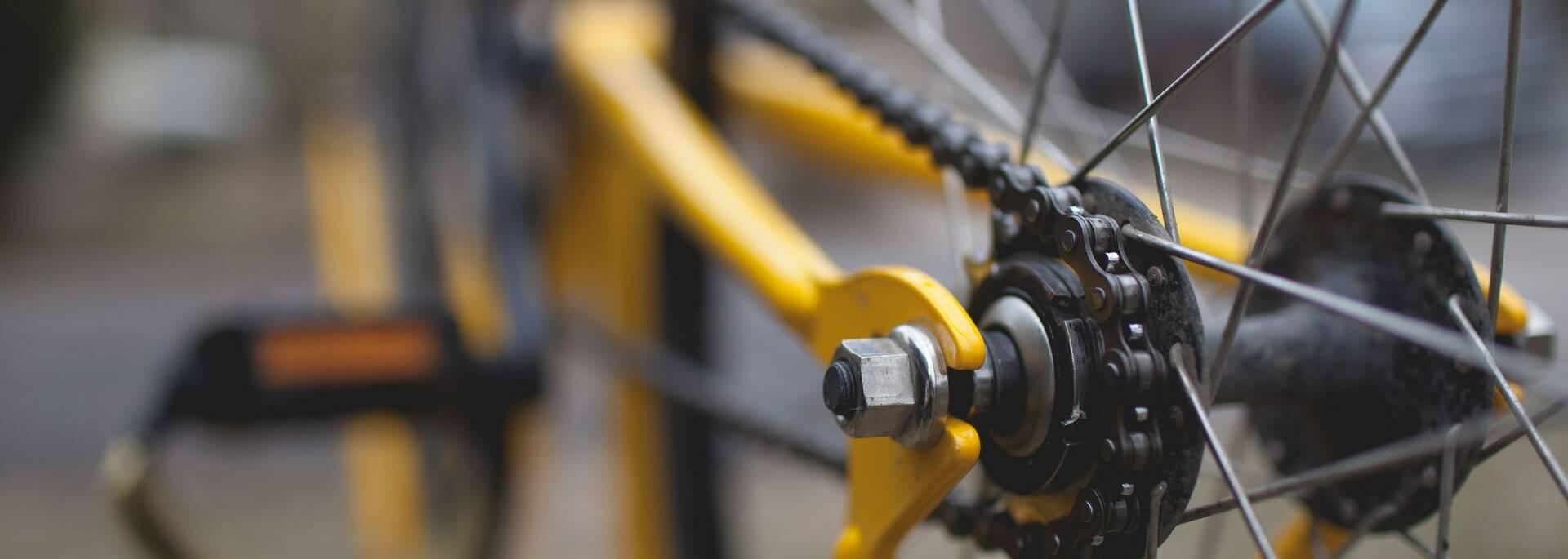 Repair your bike in Angers - © Chris Becker - Unsplash