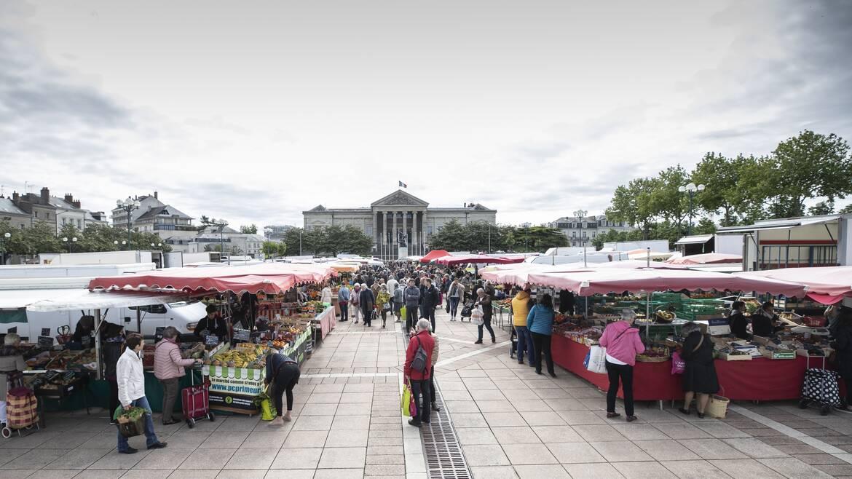Marché place Leclerc à Angers