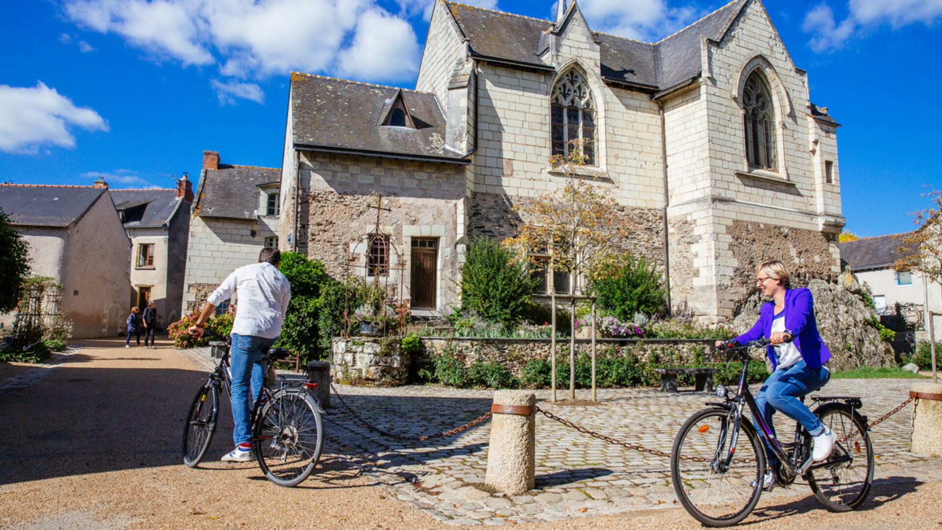 Couple à vélo à Béhuard