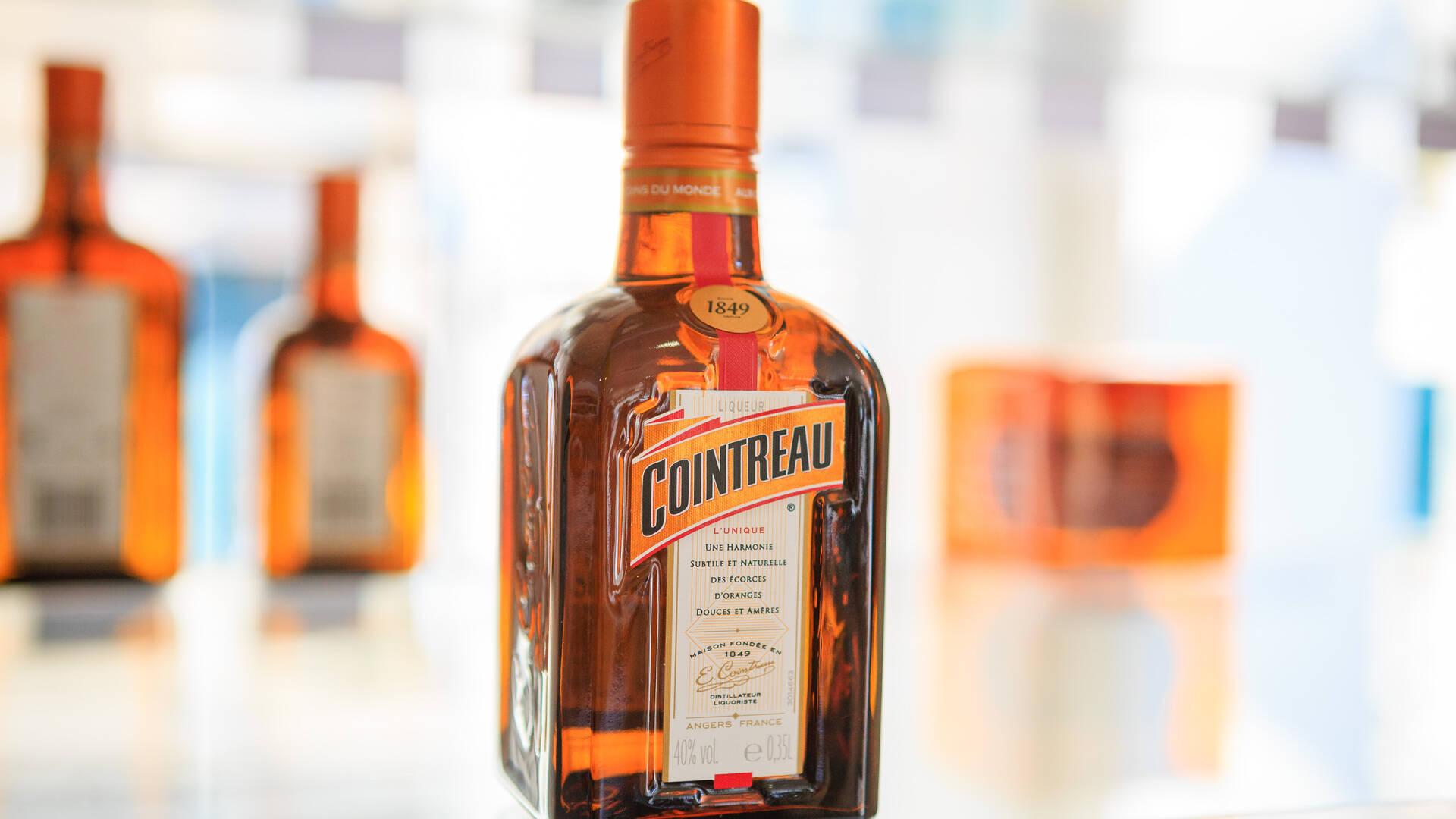 Bouteille de liqueur Cointreau