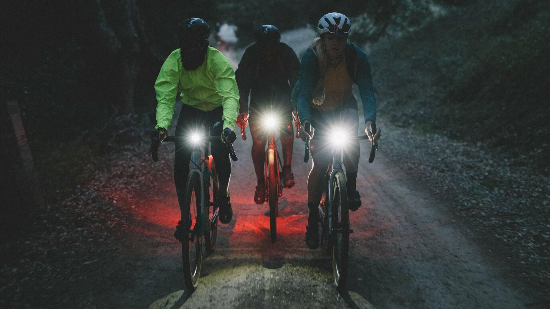 Sortie de 3 cyclistes de nuit en gravel