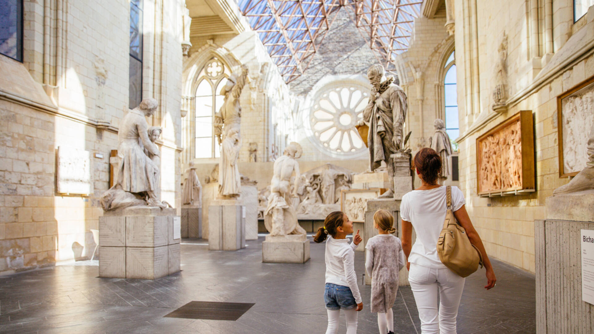 Visite en famille dans la Galerie David d'Angers