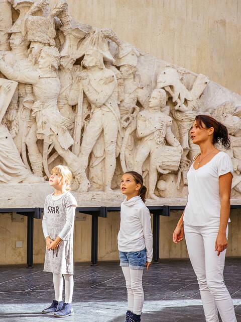 Visite en famille de la galerie David d'Angers © Les Conteurs