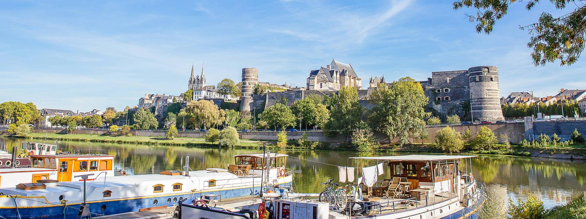 Vue sur le château d'Angers depuis la cale de la Savatte, Angers © Les Conteurs