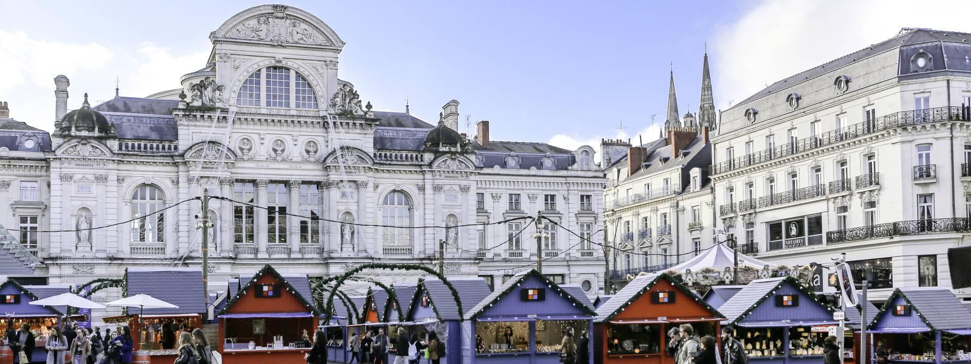 Ambiance de Noël place du Ralliement à Angers