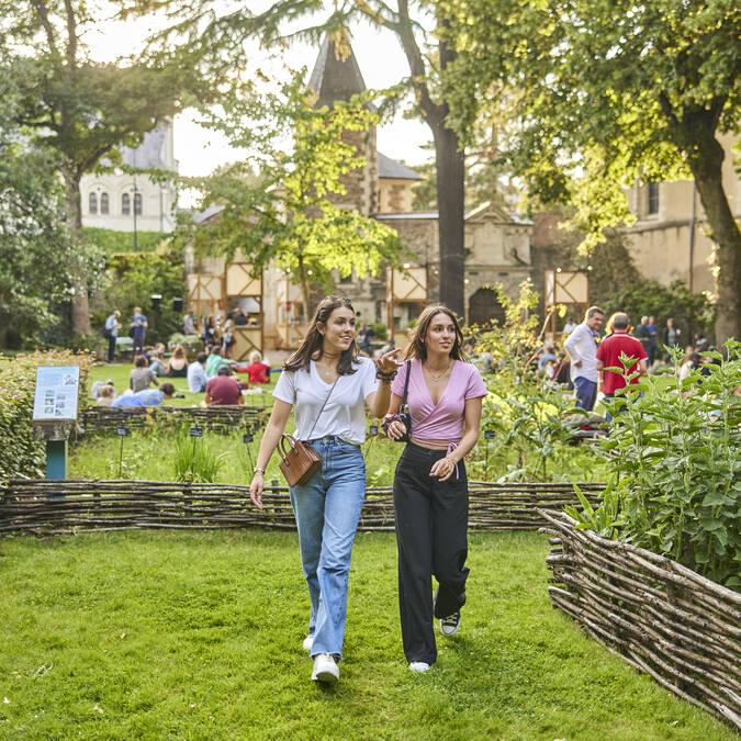 Balade dans le jardin du Musée Jean-Lurçat