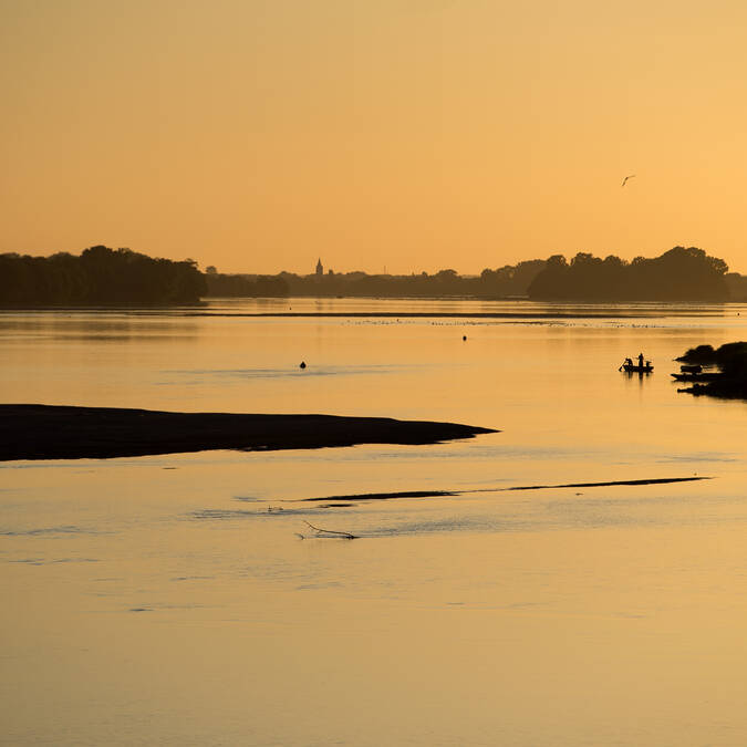 Sunset on the banks of the Loire © Jean Sébastien Évrard