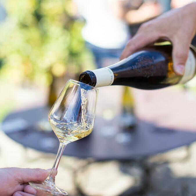Dégustation de vin - Domaine des Deux Moulins © Pierre Le Targat