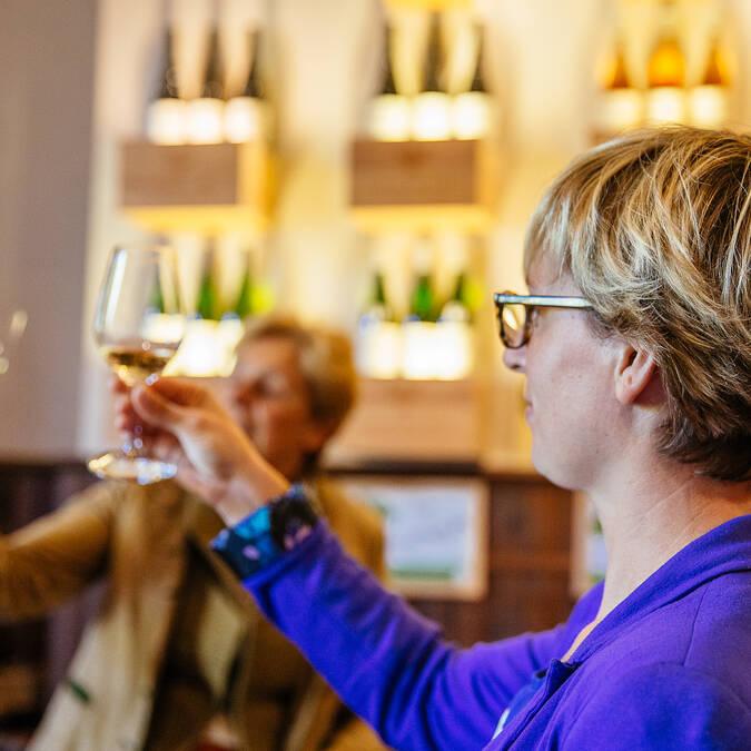 Wine tasting at Domaine du Closel © Les Conteurs