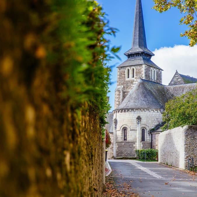 Savennières on the Loire à Vélo route © Les Conteurs
